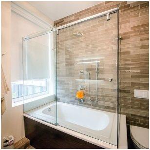 Stiklo konstrukcijų vonioje galerija